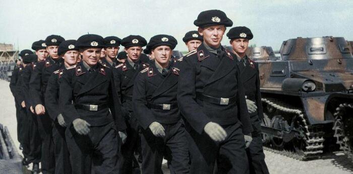 Потому что у немцев были вот такие береты. |Фото: forummg.info.