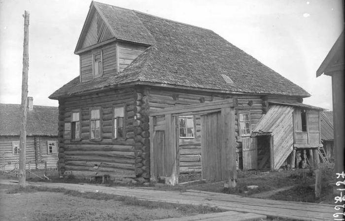 Почему на многих старых деревенских домах начала прошлого века нет печных труб