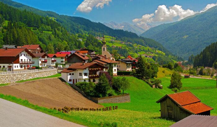 Деревни в Европе чаще всего уже давно коттеджные поселки. ¦Фото: wallpapers.99px.ru.