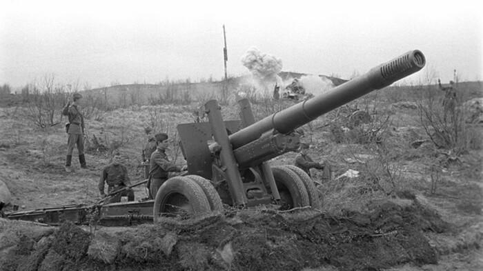 По сравнению с обычной артиллерией у РСЗО есть ряд плюсов. |Фото: russian.rt.com.