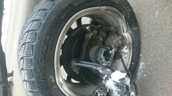 Оторвать колесо может из-за коррозии. photo.i.ua.