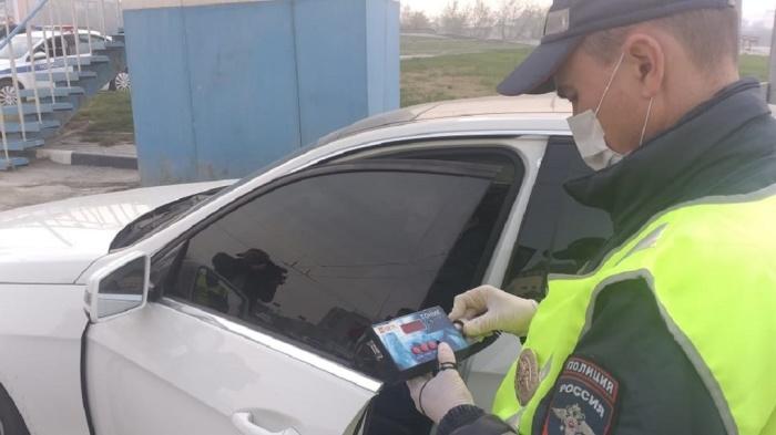 Почему на дорогах страны хватает машин с тонировкой стекол, если она запрещена законом