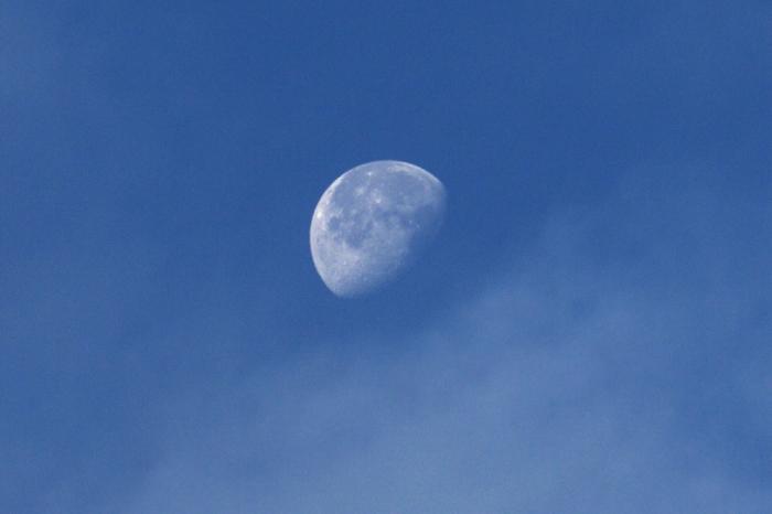 Луна видна всегда, когда она на солнечной стороне. ¦Фото: earth-chronicles.ru.