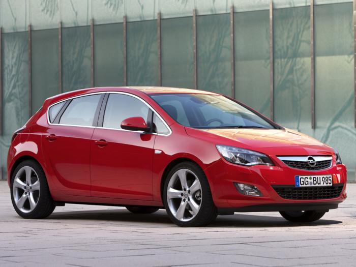 Все еще берут и Opel Astra.