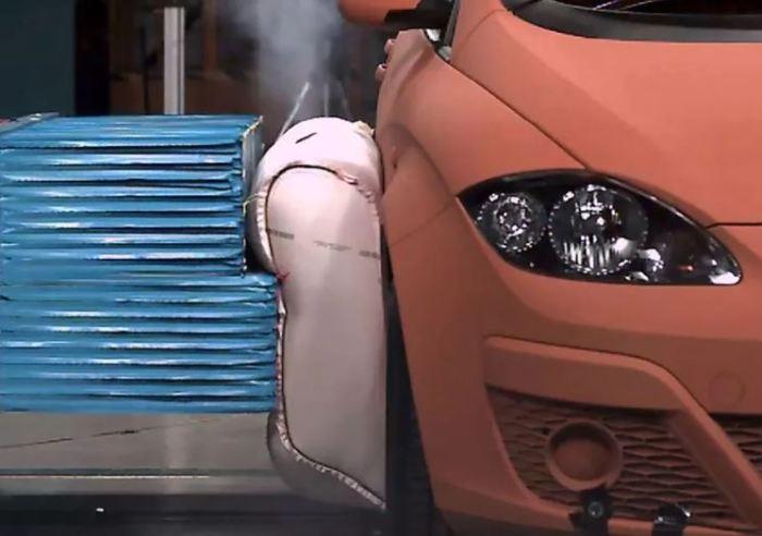 Подушка для самой машины.
