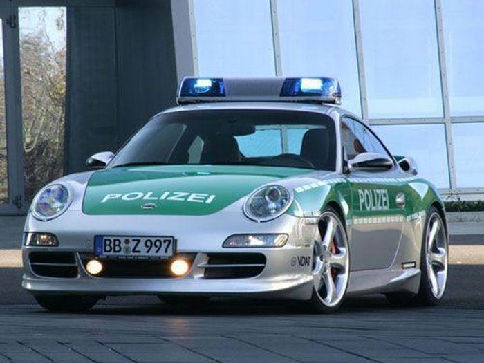 Полицейский Porsche 911.