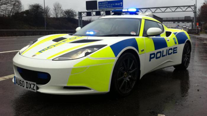Полицейский спорткар Lotus Evora.