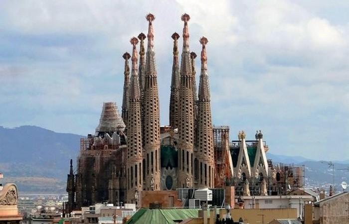 Искупительный Храм Святого Семейства (Sagrada Familia).