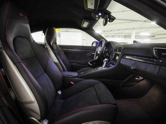 Салон 911 GTS Club Coupe.