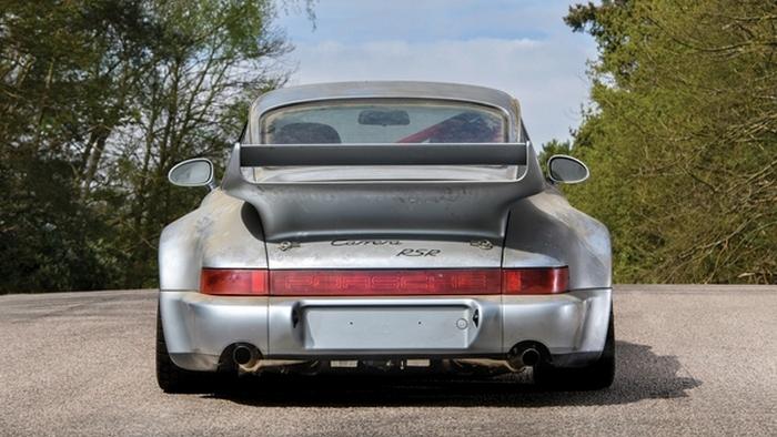 Porsche 911 RSR: вид сзади.