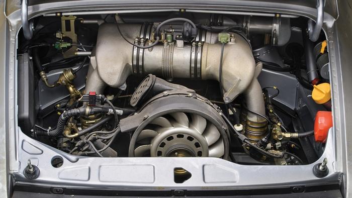 Движок Porsche 911 RSR..