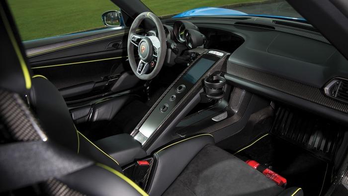 Багажник Porsche 918 Spyder Weissach.