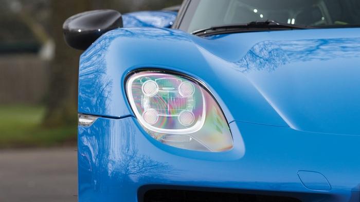 Стильная оптика Porsche 918 Spyder Weissach.