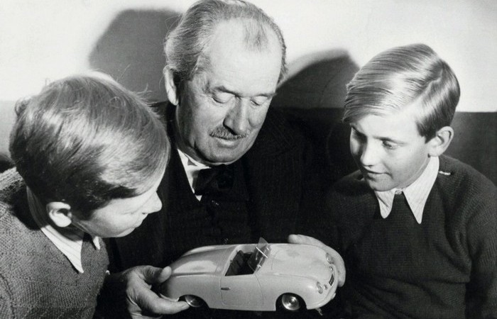 Porsche начал производить автомобили через десять лет.