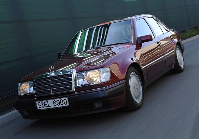 И даже знаменитый Mercedes 500E.
