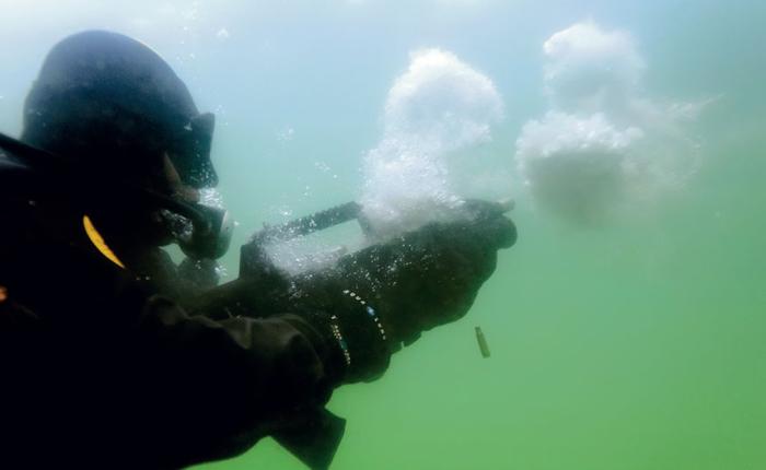 Под водой нужный специальные пули. |Фото: dnpmag.com.