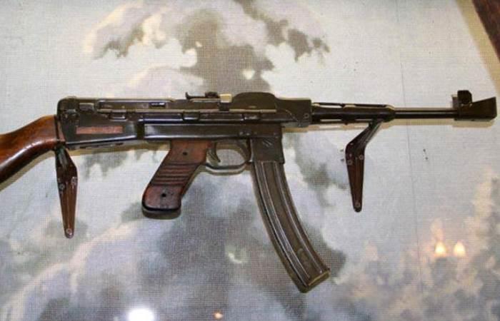 Экспериментальный пистолет-пулемет из СССР.