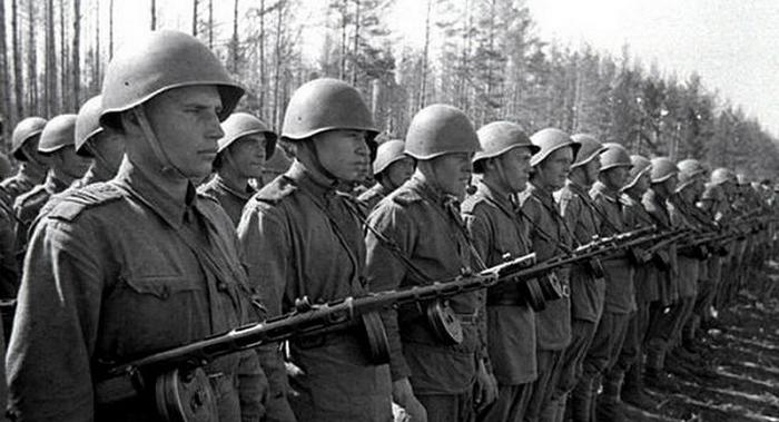 СССР делал ставку на массовость автомата и не прогадал.