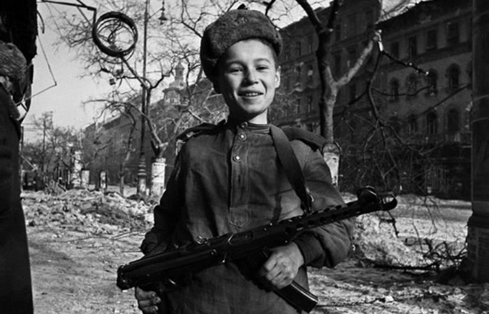 Вот только к началу 1943 года производство ППШ смогли все-таки наладить на должном уровне. |Фото: waralbum.ru.