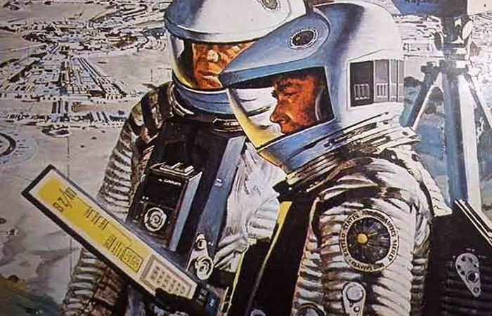 В 1968 году в книге «2001: Космическая Одиссея» описаны планшеты и интернет-газеты.