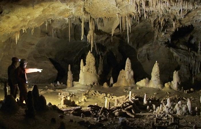 Брюникельские пещерные кольца и другие доисторические арт-объекты.