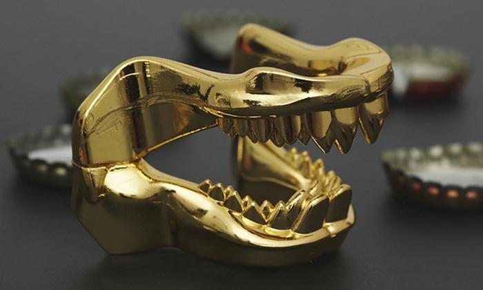 Открывалка в форме челюсти акулы.