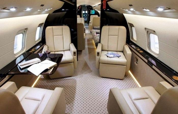 Частный самолет Bombardier Challenger 850.