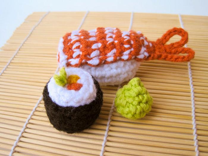 Кошачьи игрушки в виде суши.