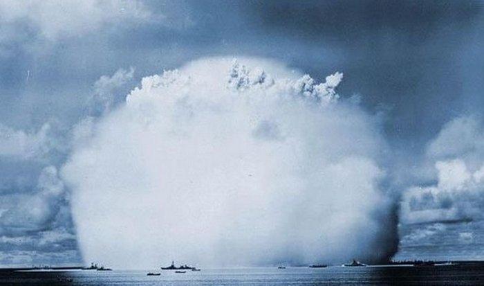 Атомный взрыв в океане.