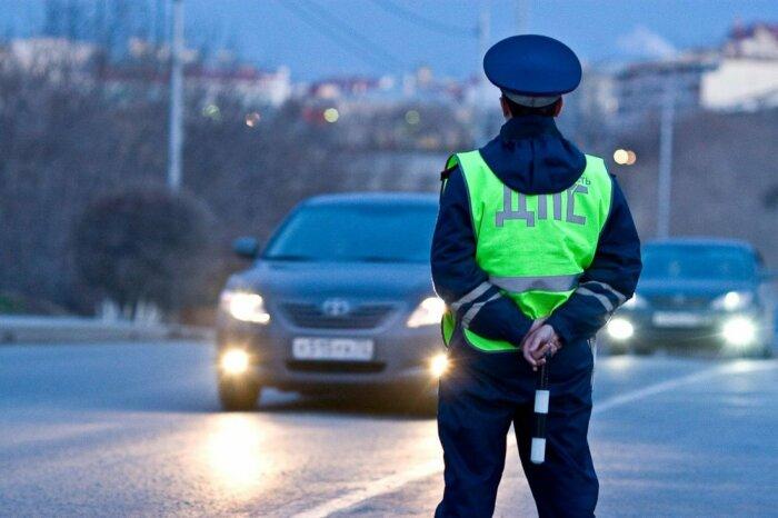 Инспектор ГИБДД грустит. |Фото: i44.ru.