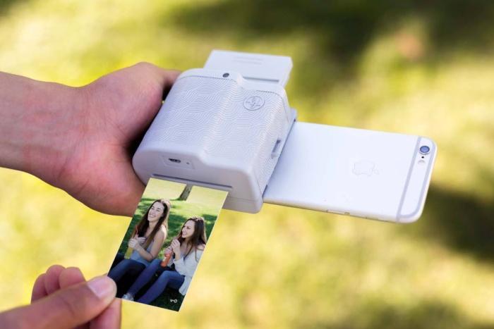 Вжух и фотография в руках.