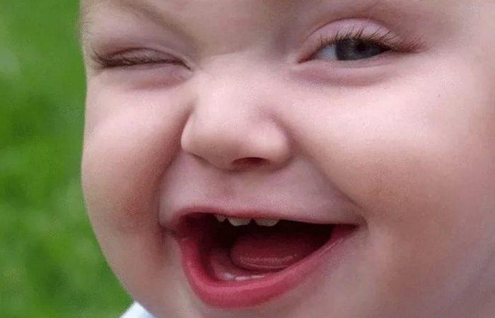 Психологический прием: детская улыбка.