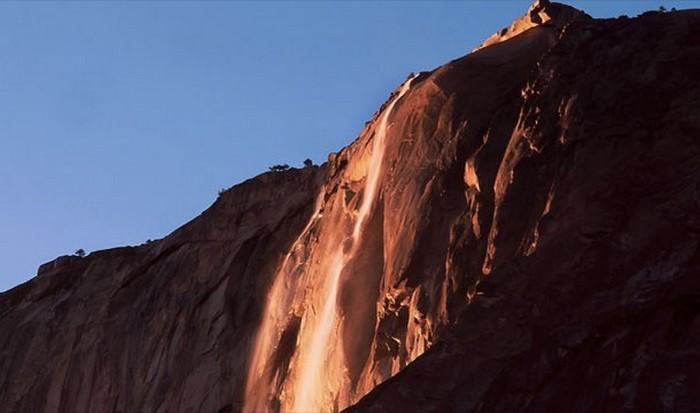 Оптическое явление: водопад «Конский хвост».