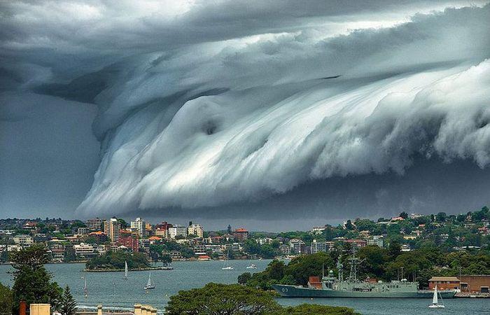 Оптическое явление: облако с грозовым валом.