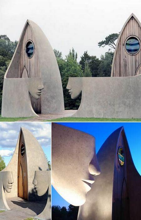 Общественные туалеты-скульптуры в Матакане.