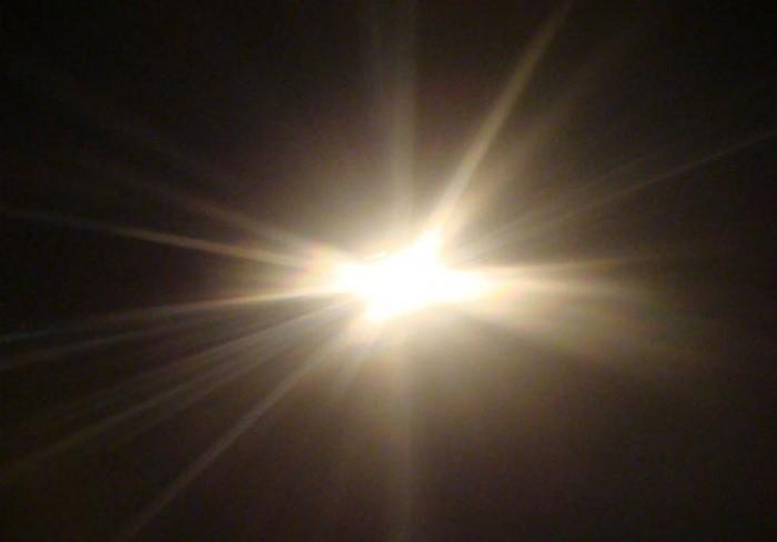 Квантовая механика: свет является объектом, который может потребляться и распадаться.