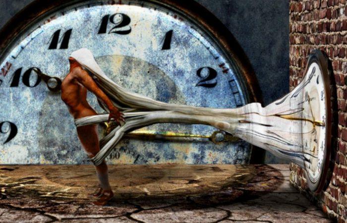 Квантовая механика допускает возможность путешествий во времени.