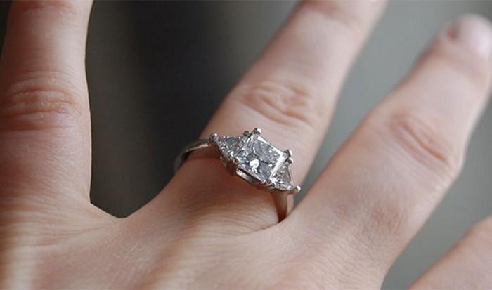 Часть повседневной культуры: кольца с бриллиантами.