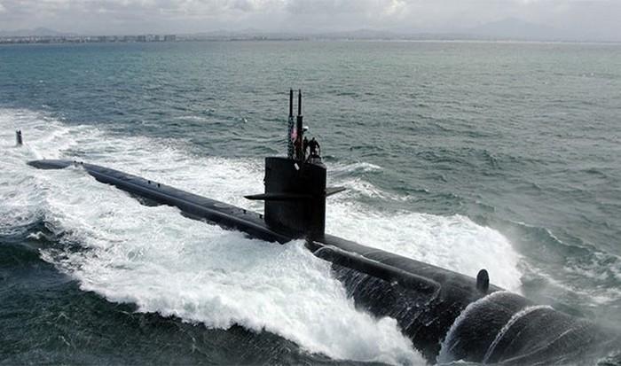 Экипаж атомной подводной лодки подвергается меньшему облучению чем любой человек на суше.