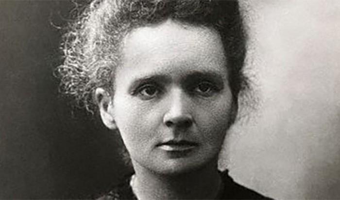 Мария Склодовская-Кюри открыла радий.