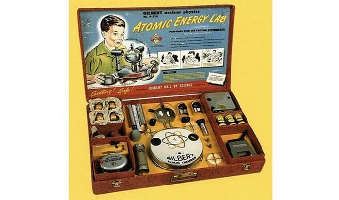 Лаборатория исследования атомной энергии с ураном-238.