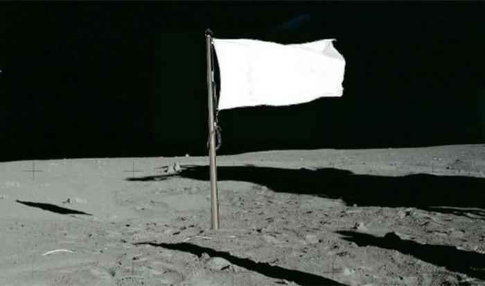 Американские флаги установленные на Луне.
