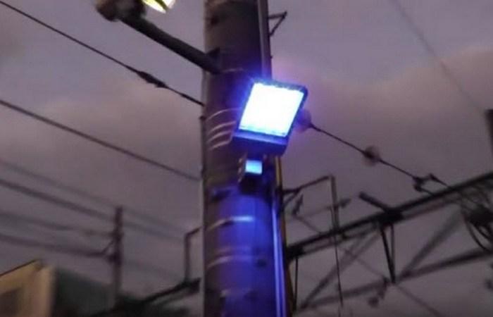 Синее уличное освещение.