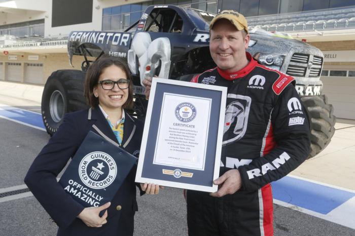 Заслуженная награда грузовика-монстра и гонщика Марка Холла.