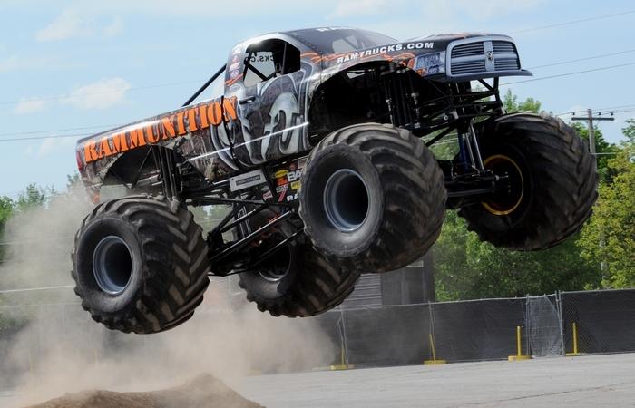 Самый быстрый в мире грузовик-монстр Raminator.