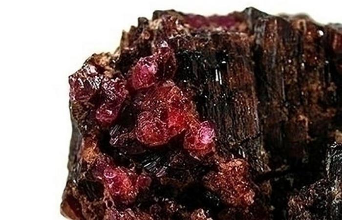 Пейнит – один из редчайших камней в мире.
