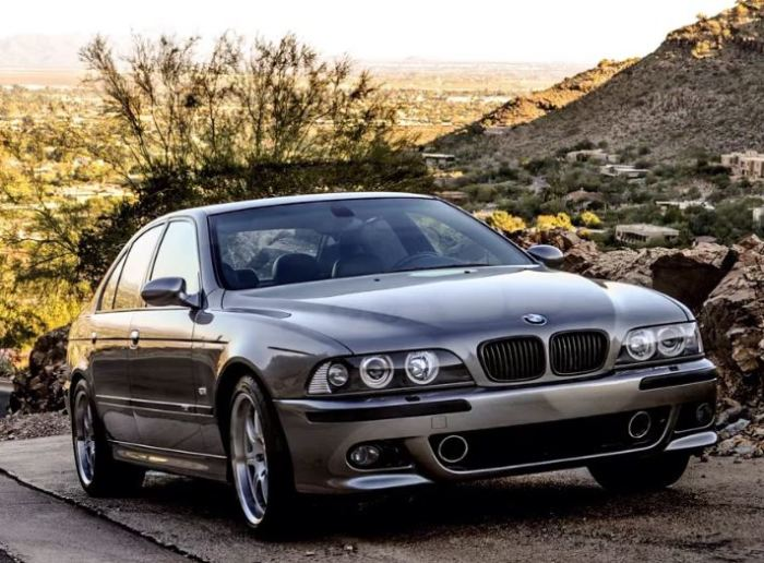 Глубоко тюнингованный BMW M5 Dinan Edition (E39).