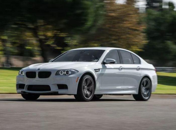 Сомнительный и неоднозначный BMW M5 US-Spec (F10).