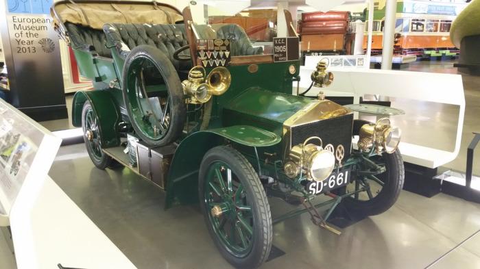 Один из первых автомобилей.