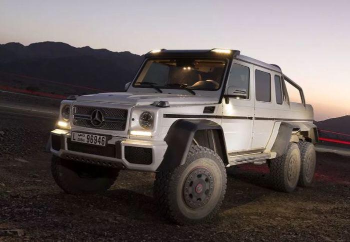 Редкий зверь на дороге - Mercedes G63 AMG 6x6.